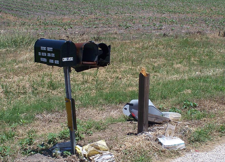 100_0686_Day2_DestroyedMailbox.JPG 219.8K