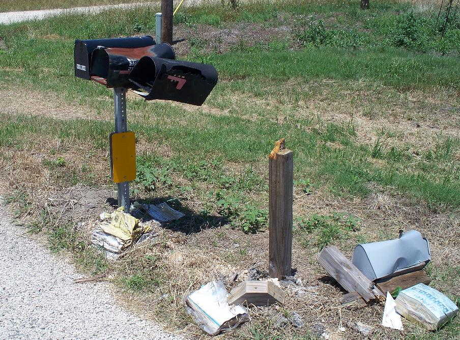 100_0687_Day2_DestroyedMailbox.JPG 232.3K